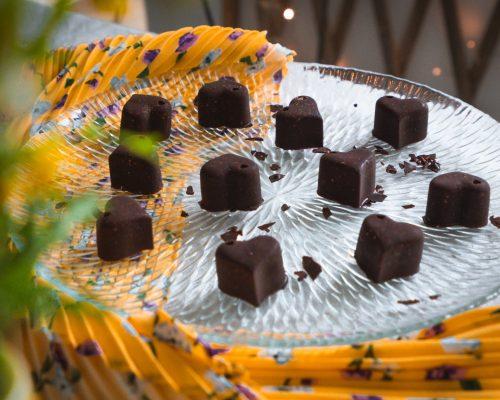 קוביות שוקולד ופצפוצי קינואה