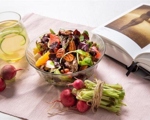 סלט עלים, פירות חורף ופקאן