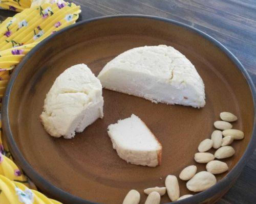 """גבינת """"פטה"""" שקדים לבנה"""