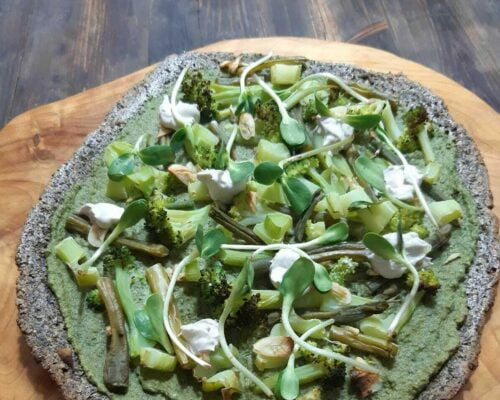 פיצה קטוגנית קרם בזיליקום וירוקים